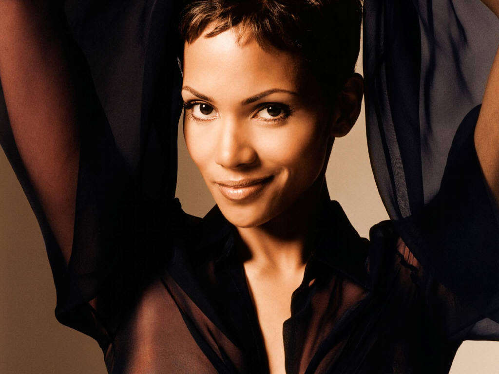 hot halle berry s wallpapers world amazing wallpapers