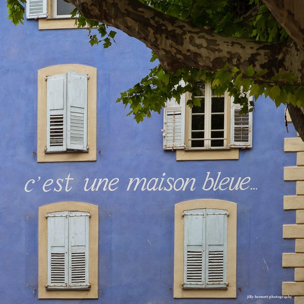 Menton daily photo c 39 est une maison bleue - Chanson une maison bleue ...