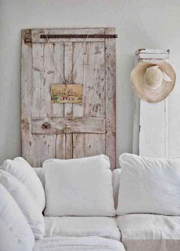 Drzwi vitage jako rustykalna dekoracja,