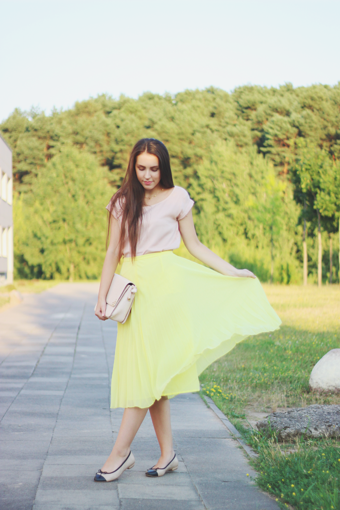 Asos yellow pleated midi skirt style blog