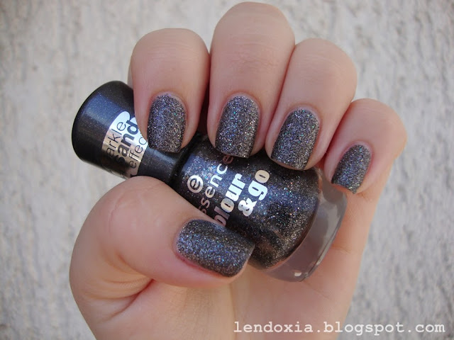 essence sand sparkle effect crni