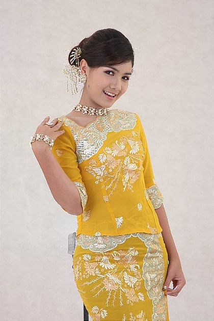 hnin pwint akare colorful burmese fashion dress myanmar