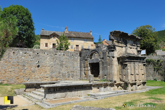 lanuéjols le mausolée romain photographie pascal blachier