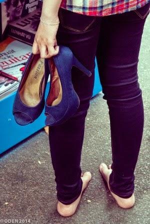 cara memilih sepatu high heels