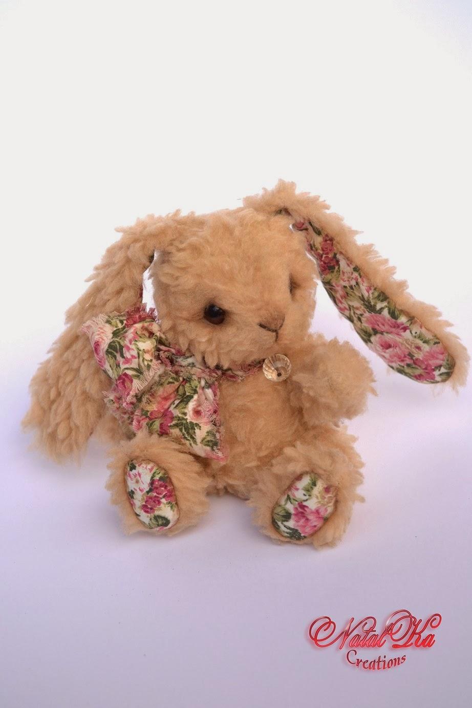 Künstler Teddy Hase handgemacht von NatalKa Creations. Artist teddy bunny handmade by NatalKa Creations