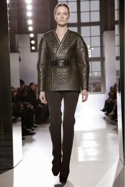 Balenciaga, Balenciaga-Fall-Winter, mercedes-benz-fashion-week, Fall-Winter, Fall-Winter-2014, Womenswear, womenswear-2014, ready-to-wear, pret-à-porter, fashion-week-milan, automne-hiver, fashion-week, milano-fashion-week, milan-fashion-week, mlf, mlf14, mlf2014, paris-fashion-week, fashion-week-paris, pfw, pfw14, pfw2014, du-dessin-aux-podiums, blog-mode-femme, blog-sur-la-mode, online-fashion-magazine, mode-chic, new-mode , fashion-looks, milan-fashion, fashionweek, look-mode, mode-a-paris, paris-fashion, style-mode, accessoires-de-mode, ladieswear, in-fashion, blogs-mode, fashion-events, mercedes-fashion-week, paris-fashion-week-schedule, femme-mode, vetement-femme-solde, chaussures-isabel-marant, balenciaga-parfum, parfum-balenciaga, balenciaga-mens-sneakers, alexander-wang, alexander-wang-balenciaga
