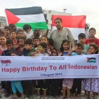 WARGA PALESTINA MENGUCAPKAN HUT REPUBLIK INDONESIA