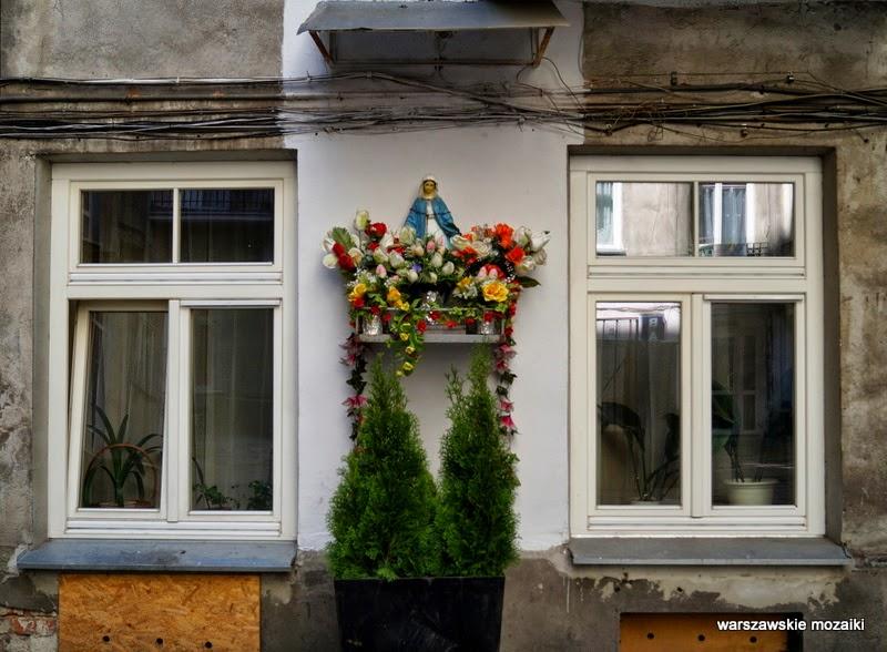 Warszawa Matka Boska kapliczki Targowa podwórko okna