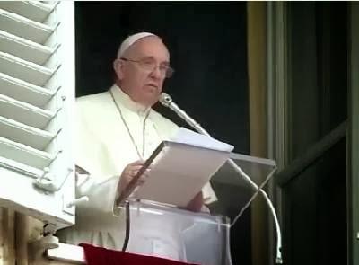 Papa Francisco se confunde e fala palavrão durante bênção dominical