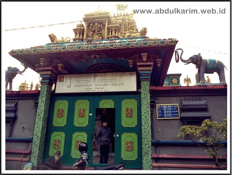 Gerbang Kuil Shri Mariaman Medan