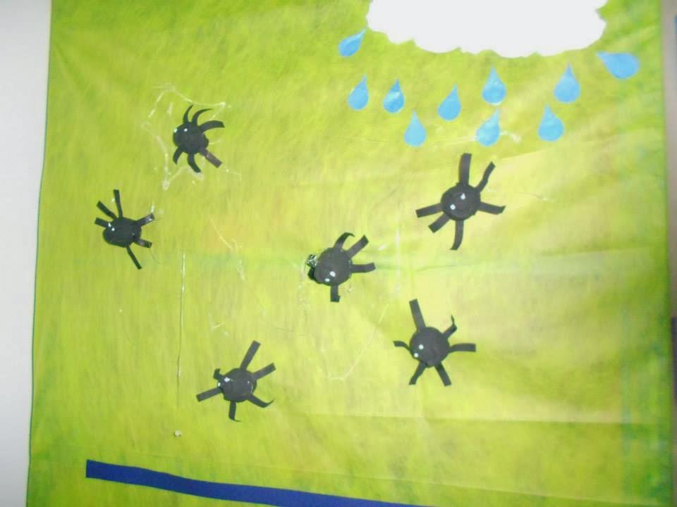 Aranhas feitas de caixa de ovos