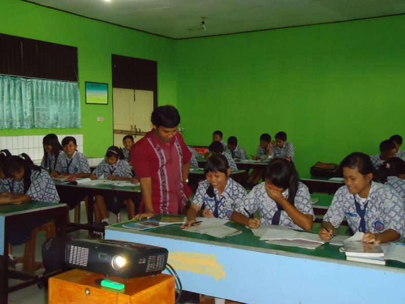 Smp Negeri 3 Bobotsari Belajar Bersama Dengan Siswa Kelas Ix E