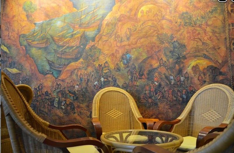 Valras au Miramar un tableau du peintre André Boul ? une fresque de bataille Navale