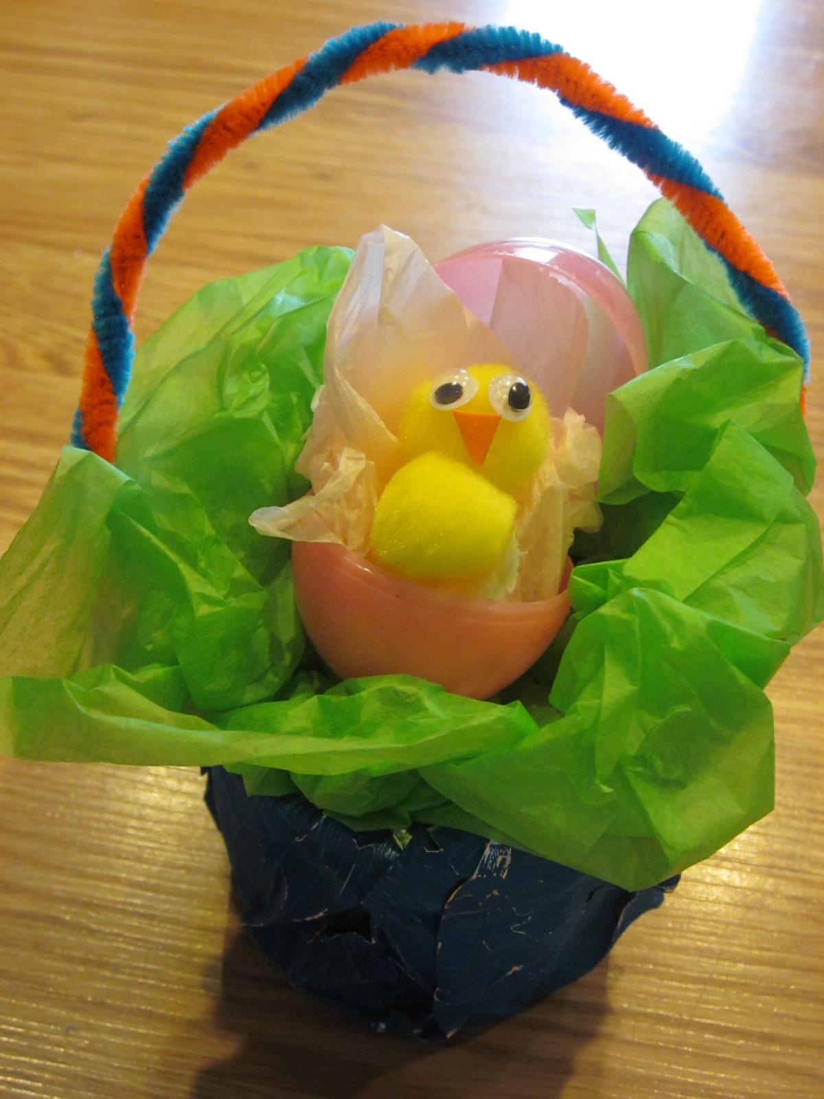 Большие поделки из пластмассовых яиц
