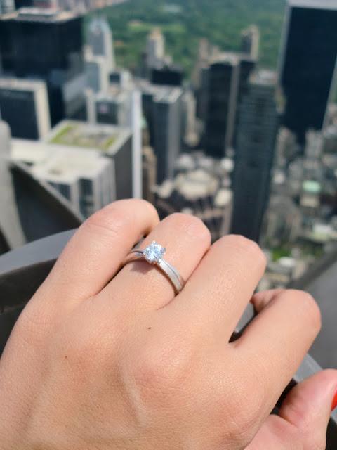 Verlobungsring auf Rockefeller Center