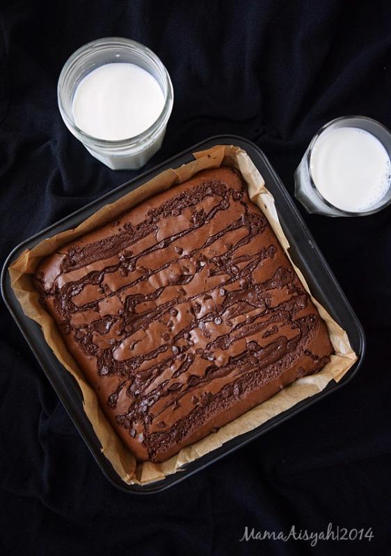 Triple Choco Brownies Sungai Chocolatozz ala Ummu Allegra
