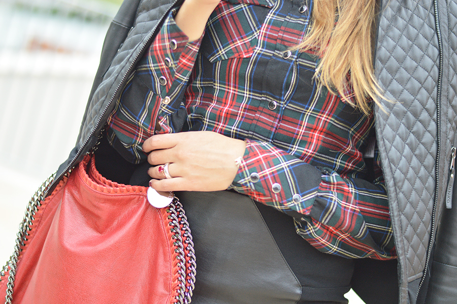 dr. martens boots, dr. martens outfit, dr. martens shoes, dr. martens fashion blogger, falabella stella mccartney three chains, falabella tre catene, stella mccartney falabella bag, leather skirt, black leather skirt, tartan look, tartan outfit, tartan outfit fashion blogger