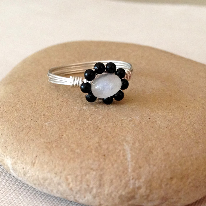 Cute moonstone and black agate flower shaped ring - looks easy to make