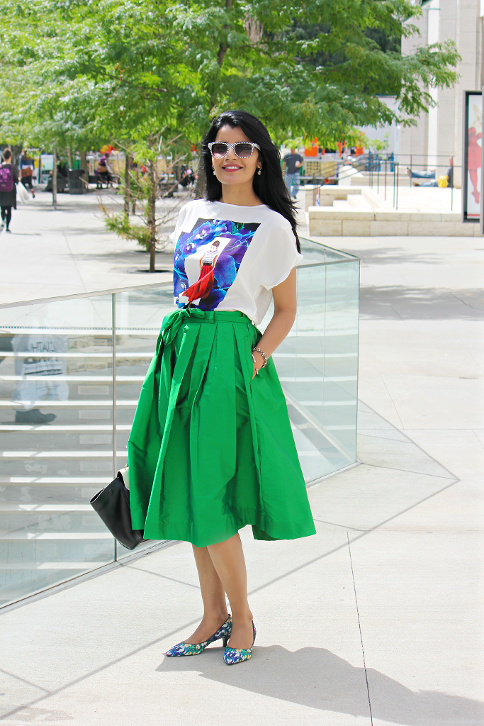 Silk Midi Skirt, Emerald Green Midi Skirt, Full Skirt Outfits, NYFW Street Style, Zara Tee Shirt