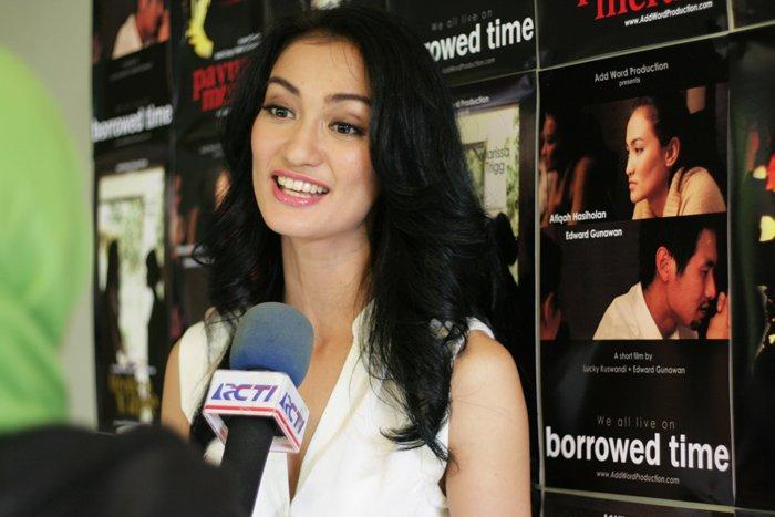 Kumpulan Foto Sexy Atiqah Hosiholan - Gallery Foto Hot Atiqah