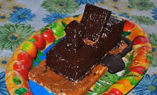 торт в виде рубанка
