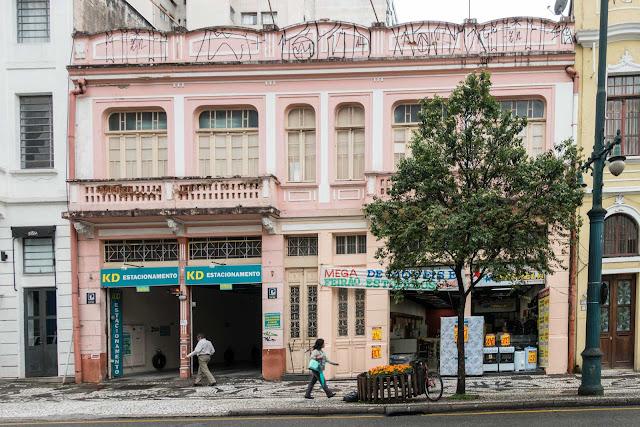 Sobrado rosa na Barão do Rio Branco, Curitiba