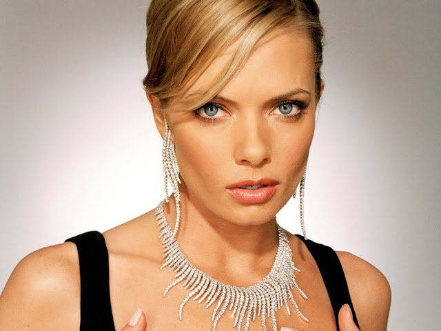 Jaime Pressly have a beautiful face