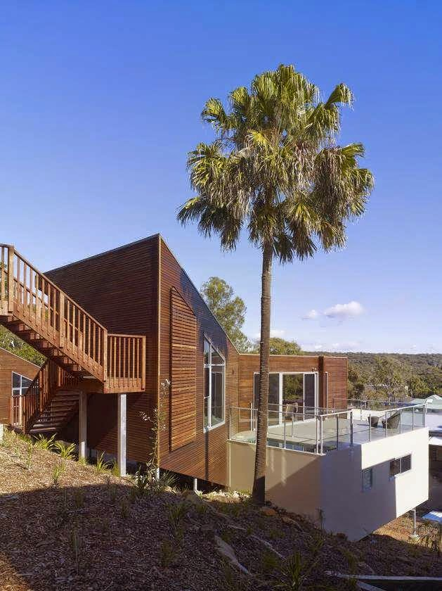 Australia independent beach house design in a bushy for Beach house designs in australia