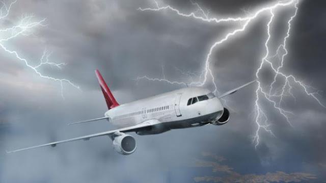 5 Tips Menyelamatkan Diri Dari Kecelakaan Pesawat