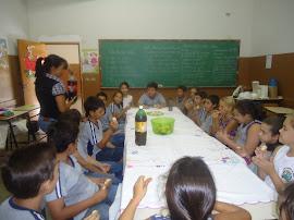 Saboreando a bolacha de nata (feita pelos alunos)