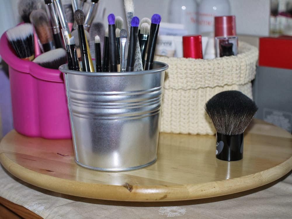 Organizando mis cosas de maquillaje andando entre mis cosas - Bandeja redonda ikea ...