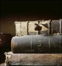 سر اصفرار اوراق الكتب القديمة ... هل سبق وسألتم انفسكم هذا السؤال !!!