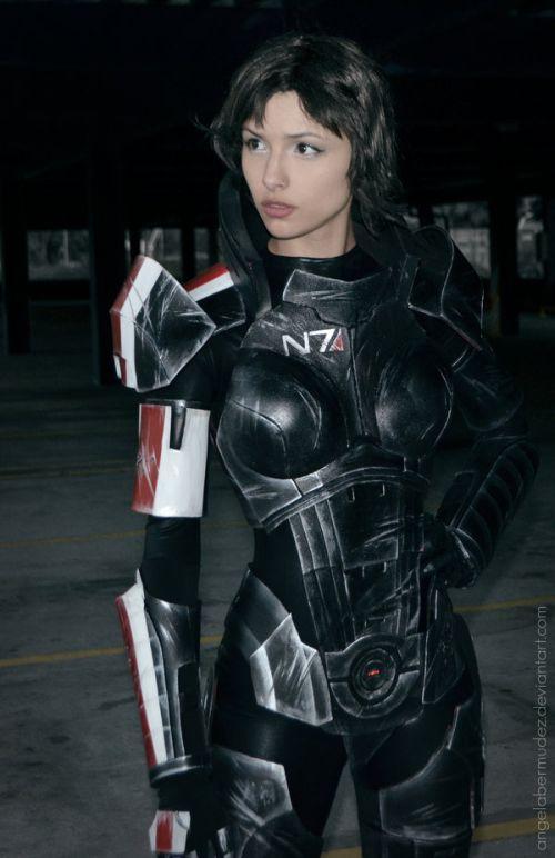 Angela Bermúdez deviantart incríveis cosplays filmes games linda nerd Versão feminina do comandante Shepard (Mass Effect)