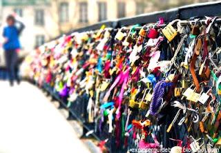 Jembatan gembok cinta di Paris