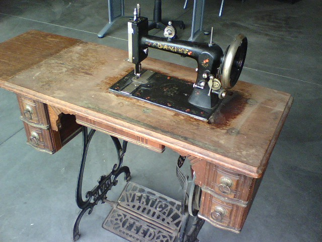 The Opinionated One Speaks The Davis Vertical Feed Sewing Machine Cool Davis Sewing Machine Models