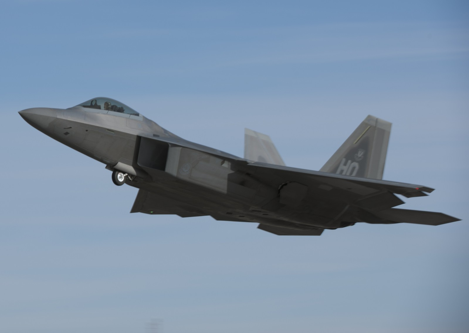 f 22 raptor The f-22 raptor is an american fighter aircraft that utilizes stealth technology the raptor is an air superiority fighter, but is equipped for ground attack, electronic warfare, and signals.