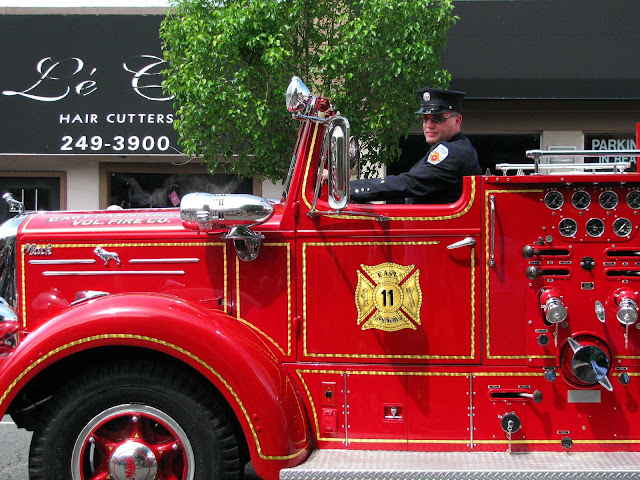 Shiny-Fire-Truck-Memorial-Day-Parade-2011