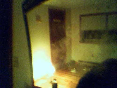 Real Ghost Photo: Mirror Ghost