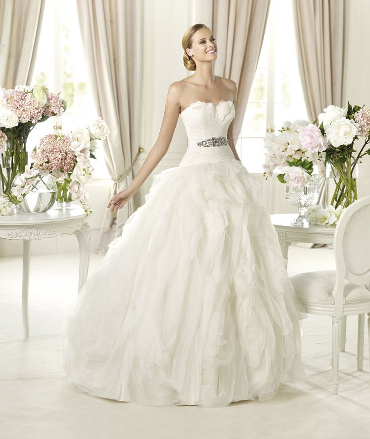 Dressybridal fashion trend wedding dresses with feathers