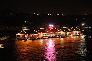 Wisata kuliner terapung di Palembang