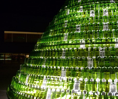 REUSED BOTTLE CHRISTMAS TREE  (Pamplona / SPAIN) CHOCARRO y URMENETA S.L.P. / ARQUITECTOS