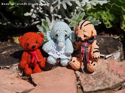 миниатюрные игрушки крючком от Sue Aucoin