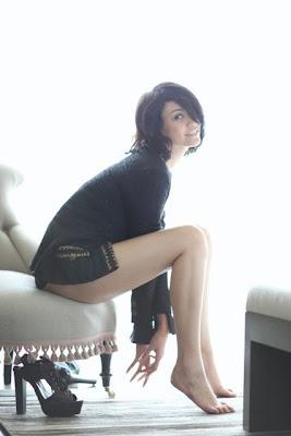 Foto Hot Syur Topless Agni Pratistha  ELLE Magazine