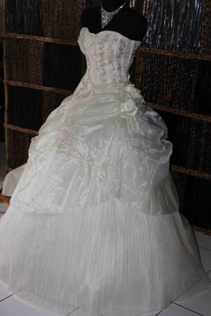 gaun gaun mewah