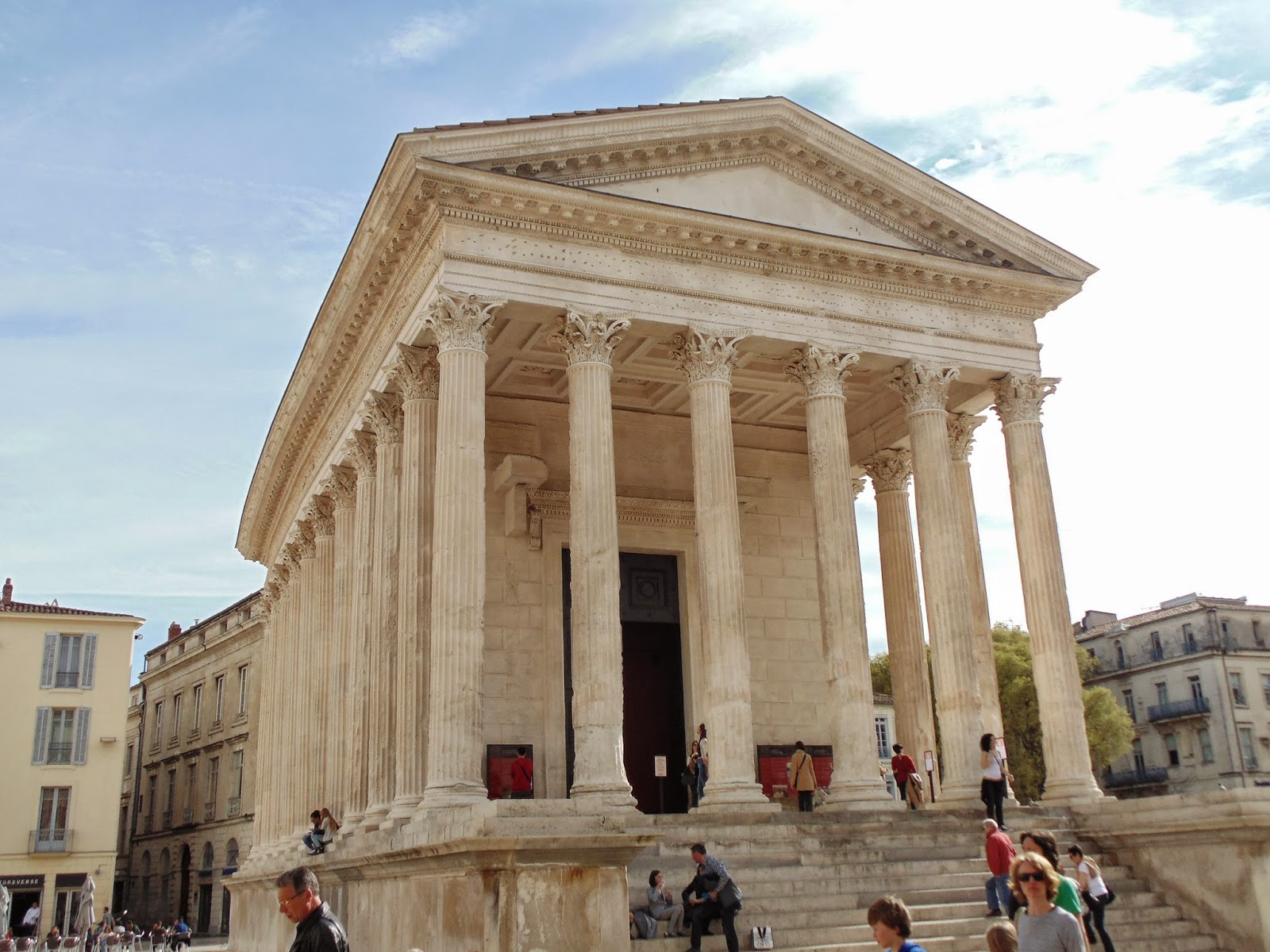The maison carr e and the arena of n mes france life in - Maison carree nimes ...