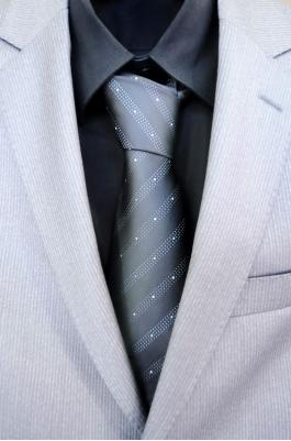 Tips for Men's Formal Summer Suits photo 4