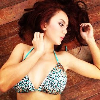 Foto Hot Anggita Sari Model Cantik dan Seksi Mahasiswi Binus