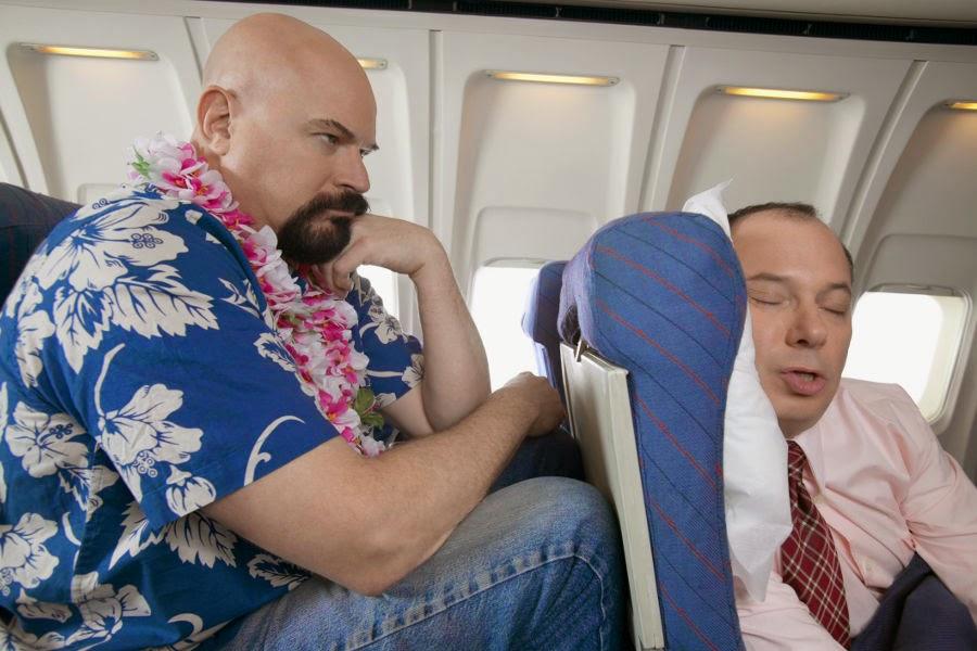 Kebiasaan Penumpang Norak Dalam Pesawat