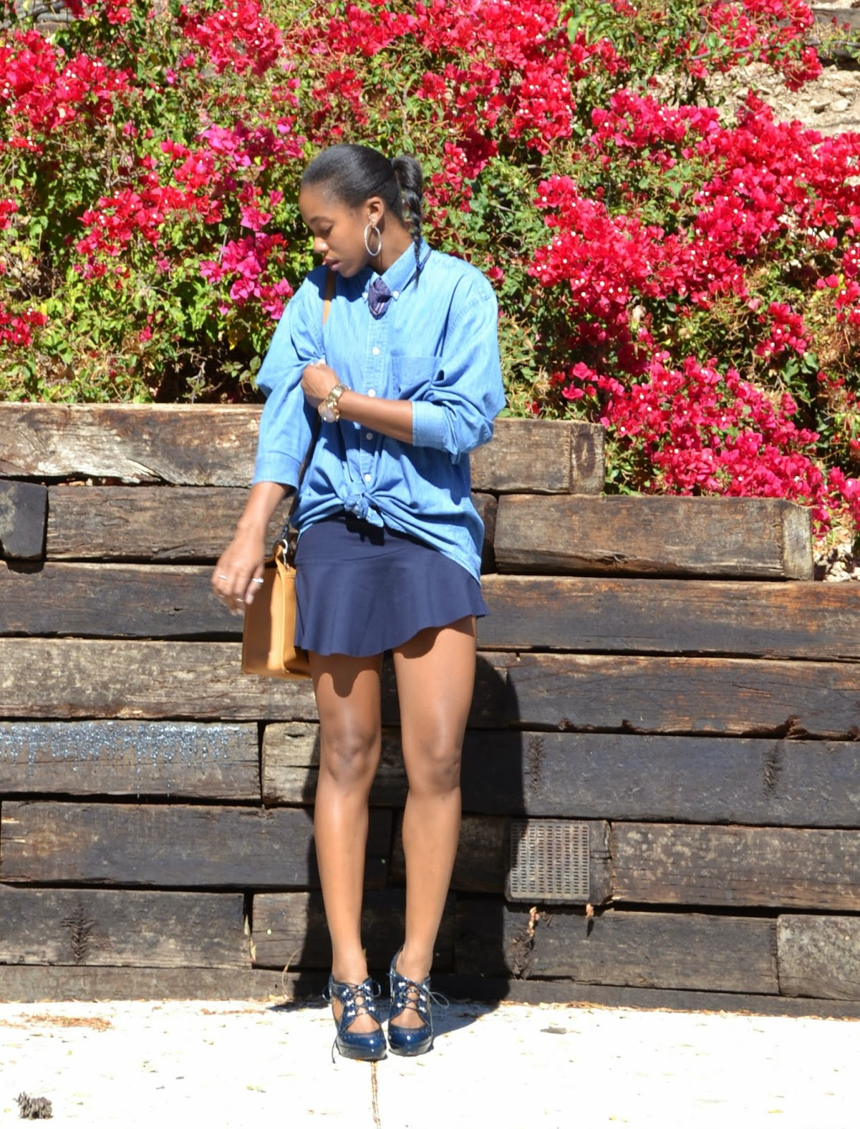 how to mix blues and style a Zara flounce mini skirt