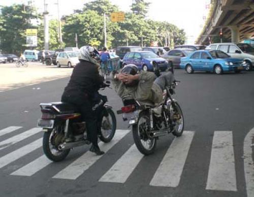 Foto Gokil Pengendara Sepeda Motor Di Indonesia